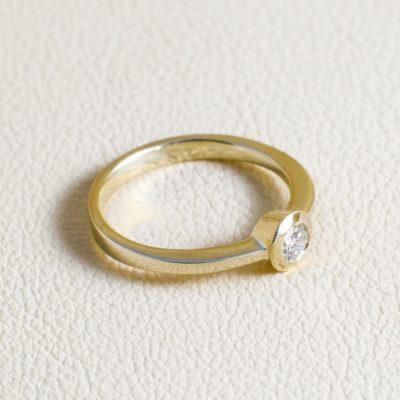 Verlobungsring in Weißgold oder Gelbgold oder Rotgold mit Brillanten oder aus Sterlingsilber mit Zirkonia