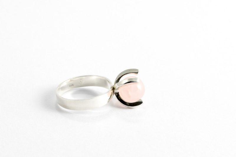 Ring aus Sterlingsilber mit Rosenquarz Kugel