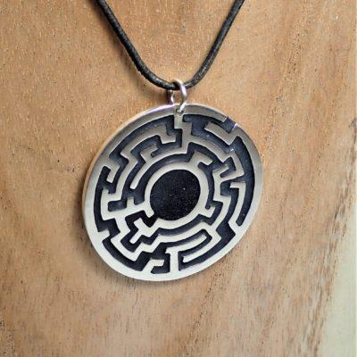 Labyrinth Anhänger Sterlingsilber mit schwarzem Emaille