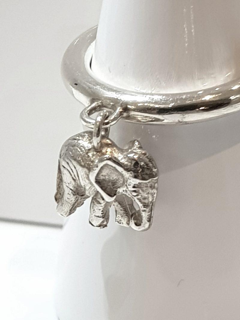 Ring mit kleinem Elefantenanhänger Sterlingsilber