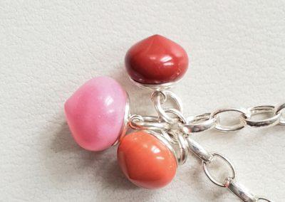 Armband Sterlingsilber mit Charms Anhängern rote Jade, orange Jade und rosa Calceton